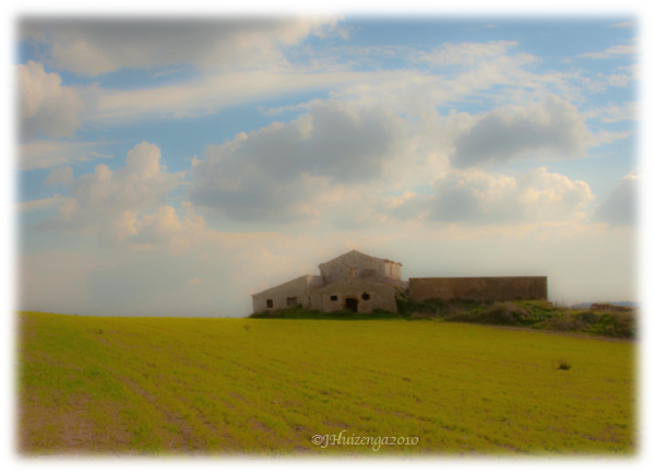 Stone Farmhouse in a field in Southeast Sicily, copyright Jann Huizenga
