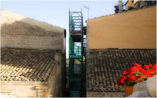 Renovating an old house in Ragusa Iba, Sicily, scaffolding, copyright Baroque Sicly