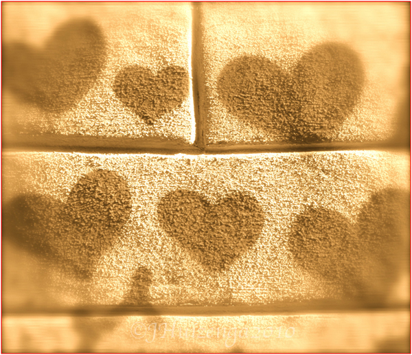 Italian Wall with Grafitti Hearts, copyright Jann Huizenga