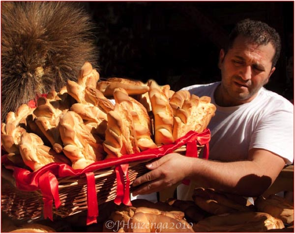 Collecting Bread in Palazzolo Acreide, Sicily, Copyright Jann Huizenga