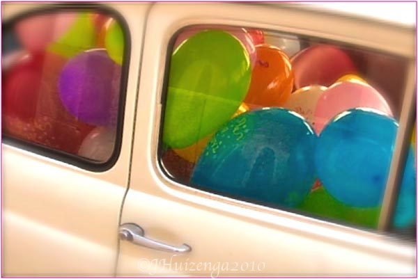 Wedding Balloons in Fiat 500 in Sicily, Copyright Jann Huizenga