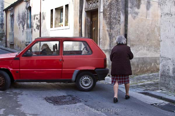 Sicilian Couple going to Christmas lunch, copyright Jann Huizenga