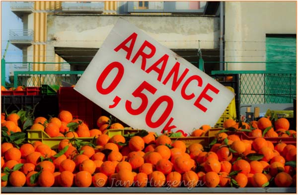 Oranges for Sale in Gela, Sicily, copyright Jann Huizenga