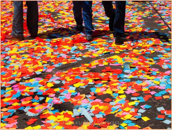 Confetti in Palazzolo, Sicily, copyright Jann Huizenga