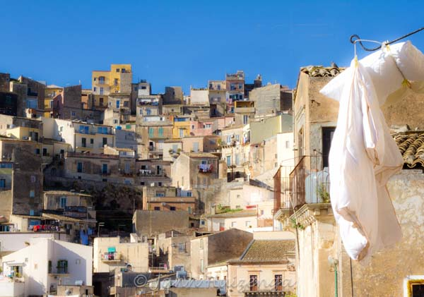 Duvet hung out to air in Ragusa Ibla, Sicily, copyright Jann Huizenga