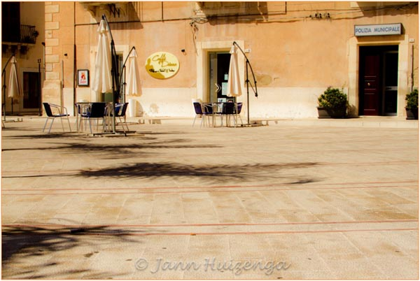 Central Piazza in Comiso, Southeast Sicily, copyright Jann Huizenga