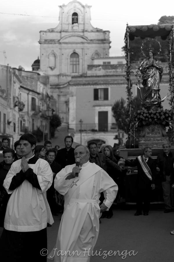 Feast of the Immaculate Conception in Scicli, Sicily, December 8, copyright Jann Huizenga