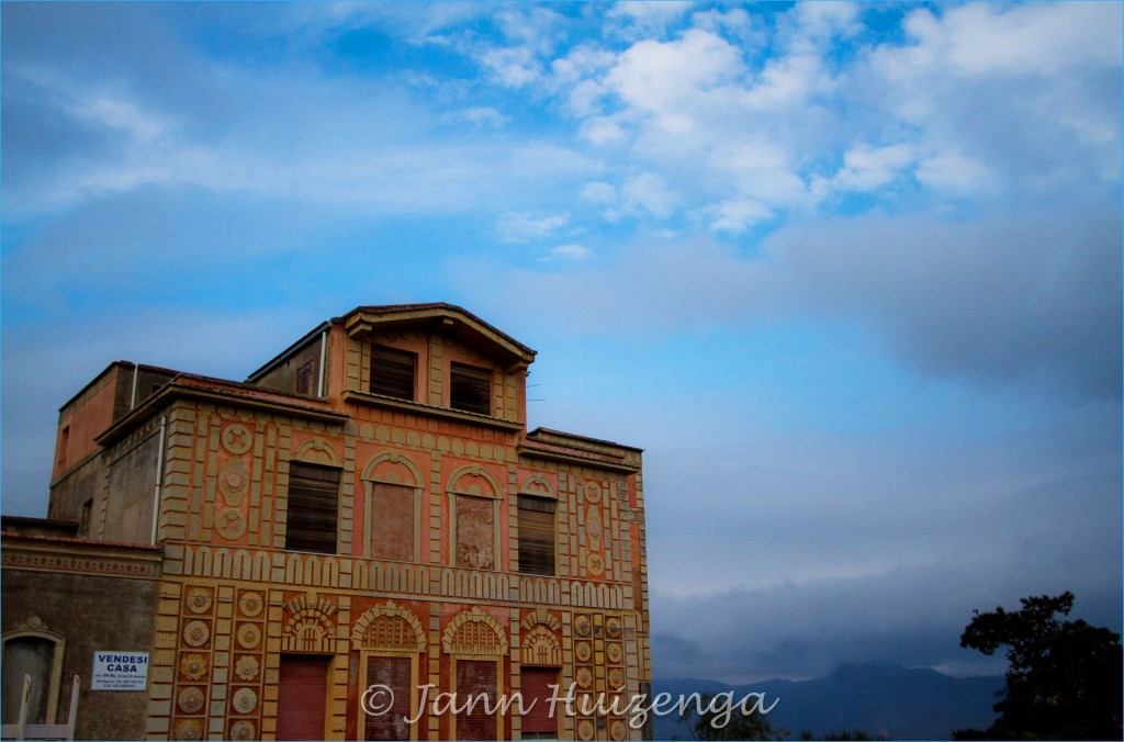 House for sale under Etna, Sicily, copyright Jann Huizenga