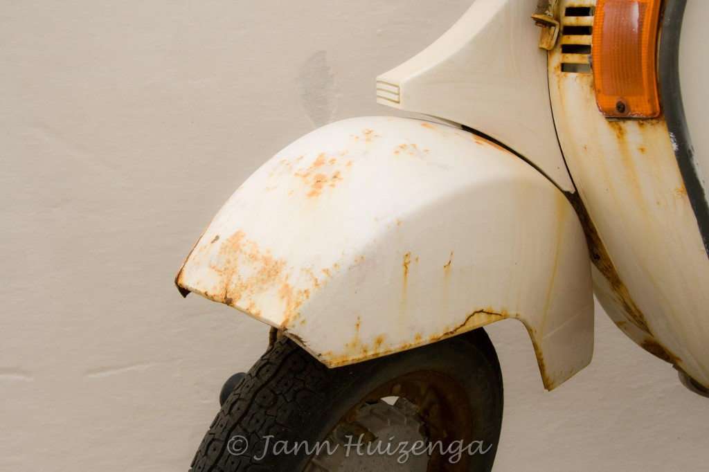 Rusty White Vespa in Sicily, copyright Jann Huizenga