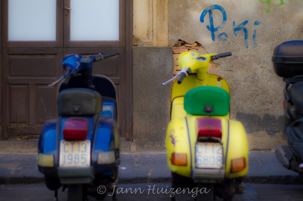 Old Vespas in Sicily, copyright Jann Huizenga
