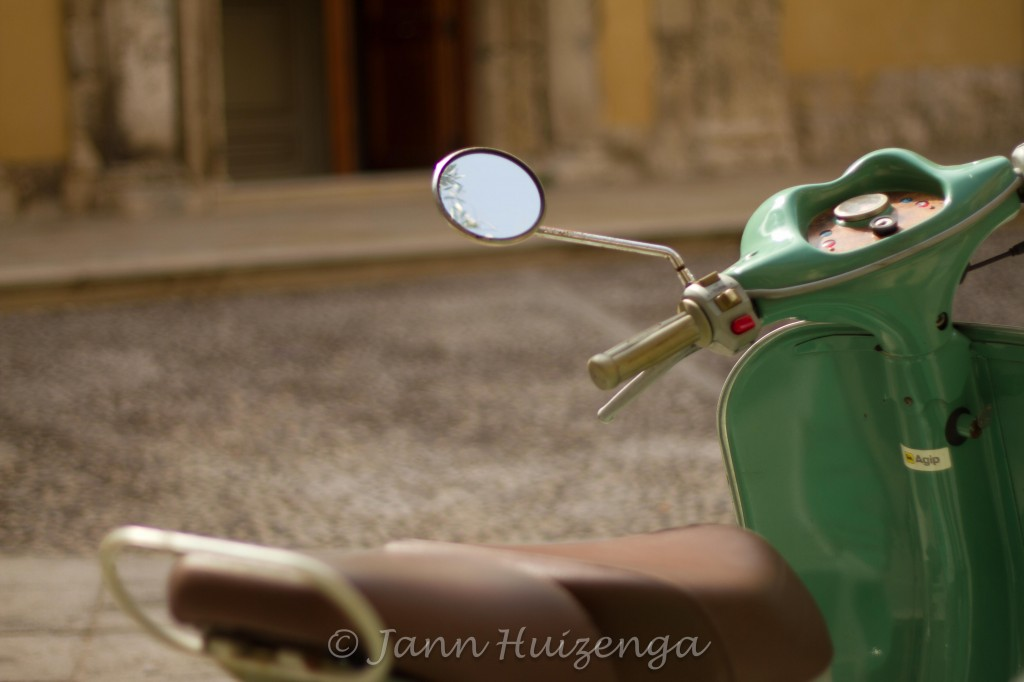 Old Green Vespa in Sicily, copyright Jann Huizenga