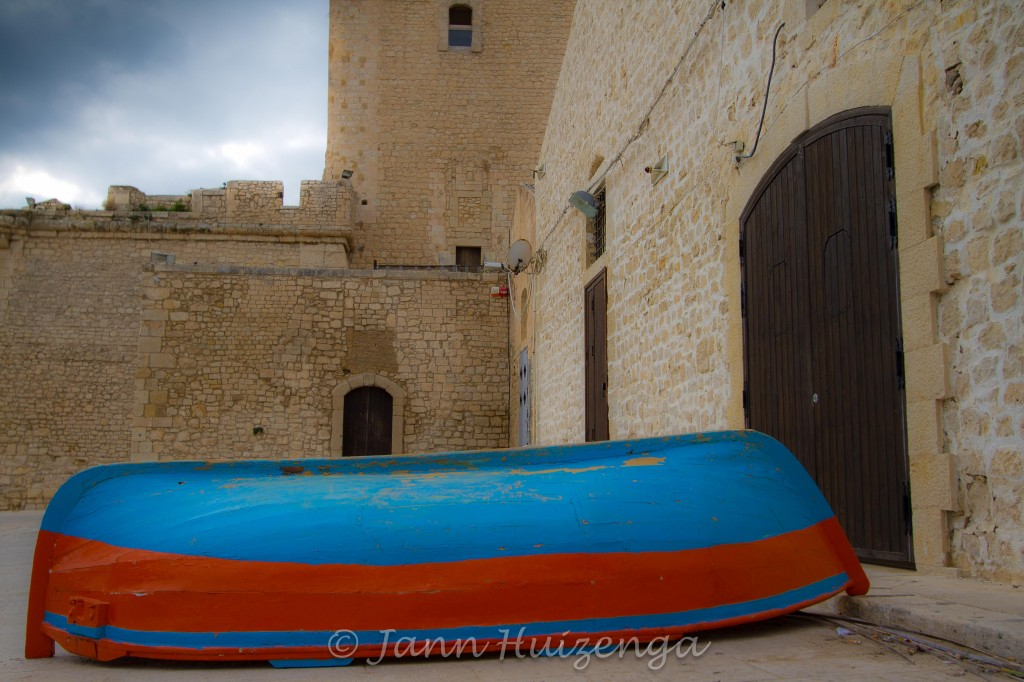 Blue and Red Boat at Pozzallo, Sicily, copyright Jann Huizenga