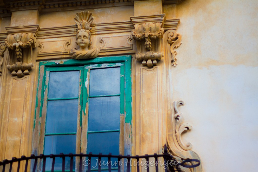 Window in Scicli, Sicily, copyright Jann Huizenga