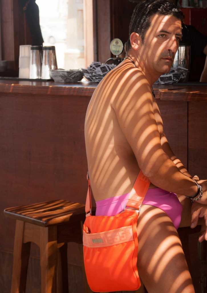 Man Bag in Sicily, copyright Jann Huizenga