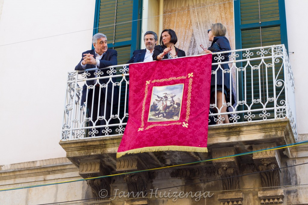 Festa di San Giorgio, people watching from balcony; copyright Jann Huizenga