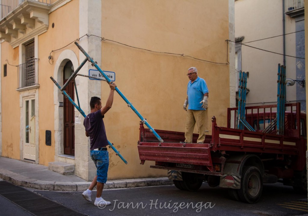Sicilians at work, copyright Jann Huizenga