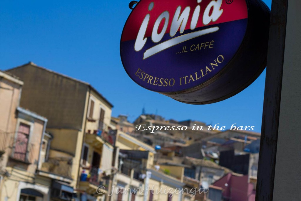 Espresso bar in Sicily, copyright Jann Huizenga