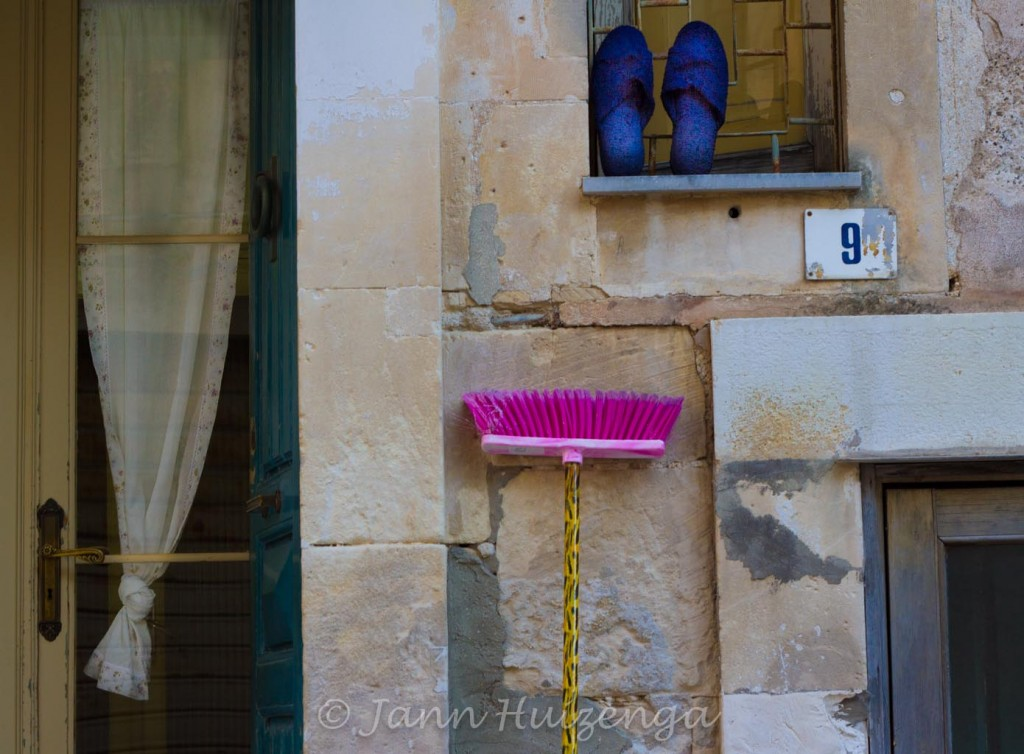 Airing out slippers in Sicily, copyright Jann Huizenga