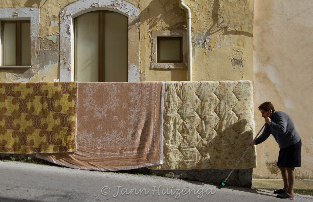 Spring cleaning in Sicily, copyright Jann Huizenga