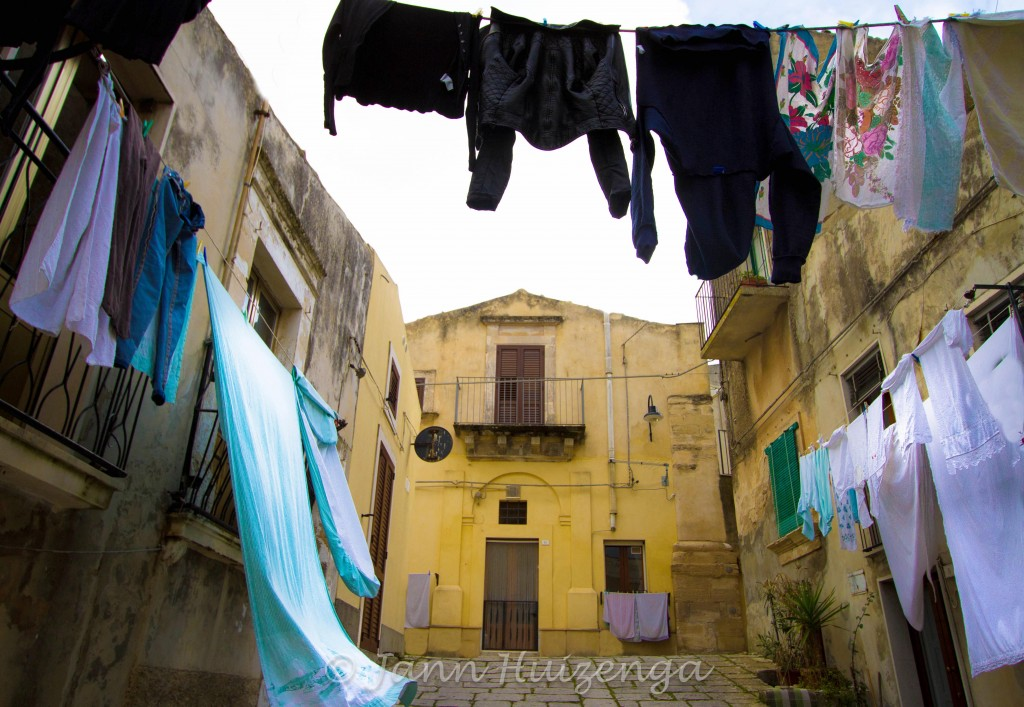 Sheets hanging in Southeasts Sicily, copyright Jann  Huizenga