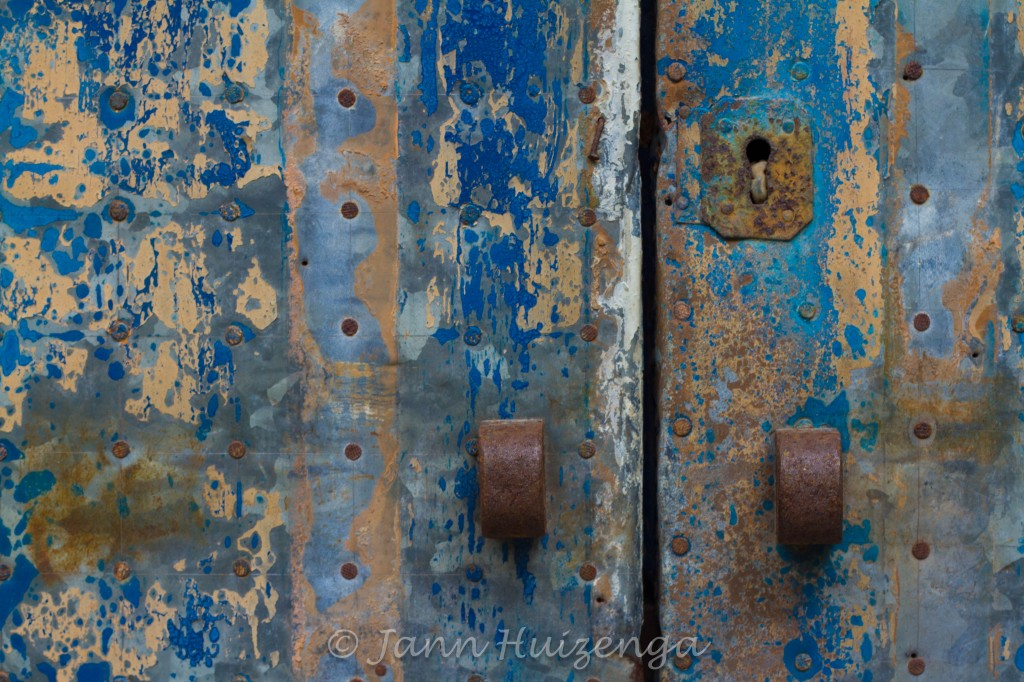 TIn-faced door in Sicily, copyright Jann Huizenga