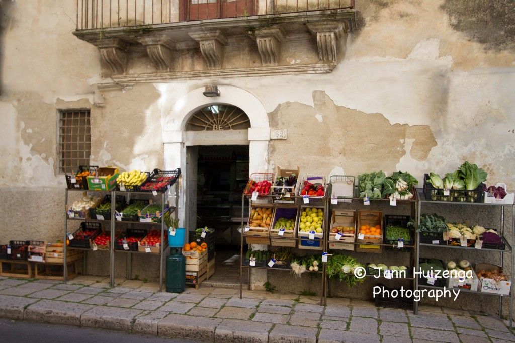 Sicilian Fruit and Vegetable Market, copyright Jann Huizenga