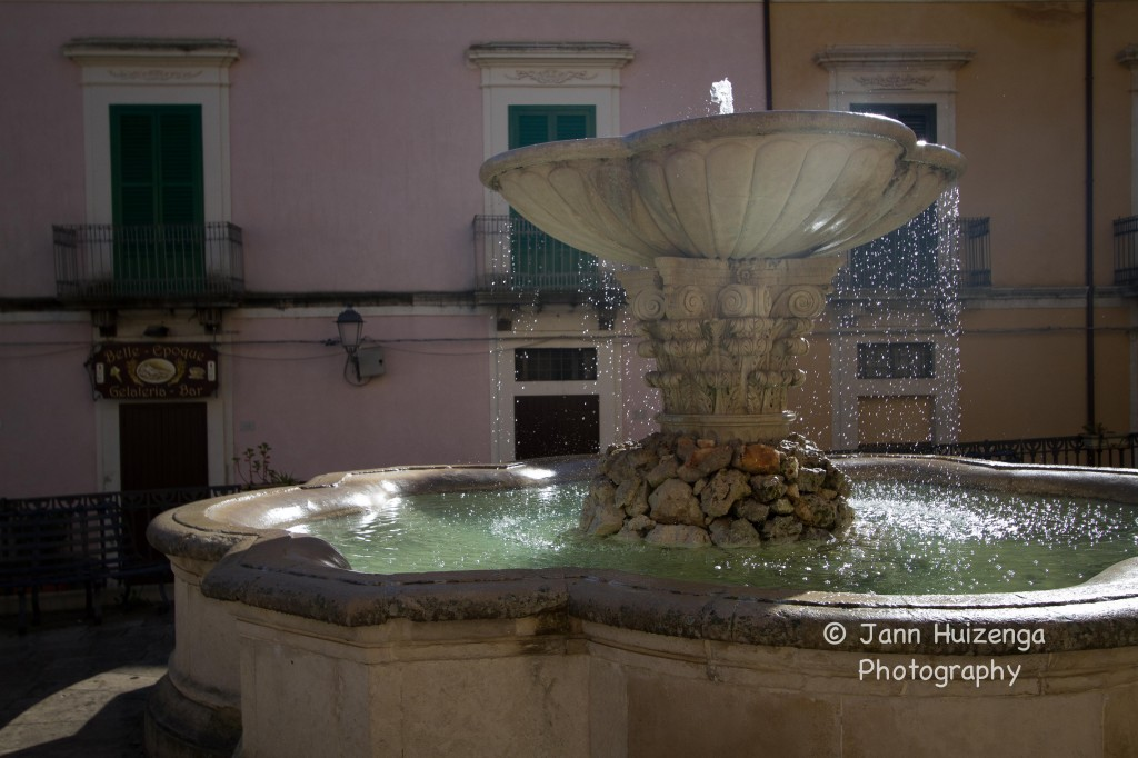 Fountain in Ragusa Ibla, Sicily, copyright Jann Huizenga