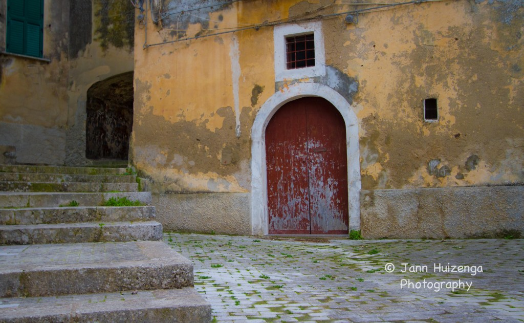Red Door in Southeast Sicily, copyright Jann Huizenga
