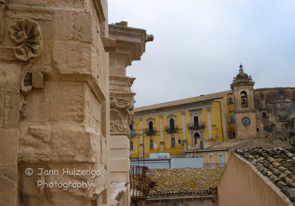 Clock tower in Ragusa Ibla, Sicily, copyright Jann Huizenga