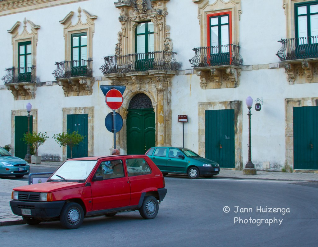 Matching Cars in Sicily, copyright Jann Huizenga