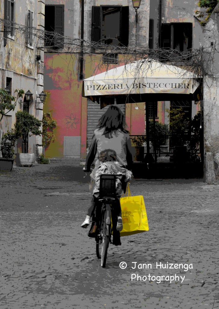Bag Lady in Rome, copyright Jann Huizenga