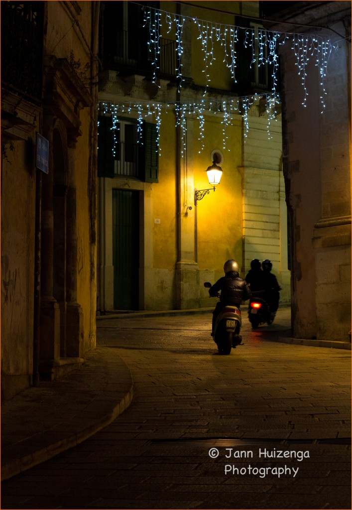 Scooters in Ragusa Ibla, copyright Jann Huizenga