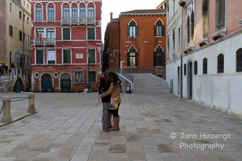 Couple kissing in Venice, copyright Jann Huizenga