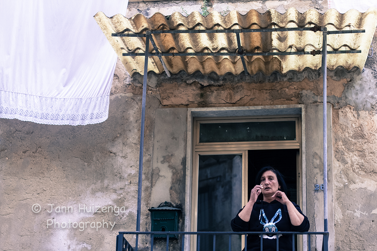 sicilian woman with sheet, copyright Jann Huizenga
